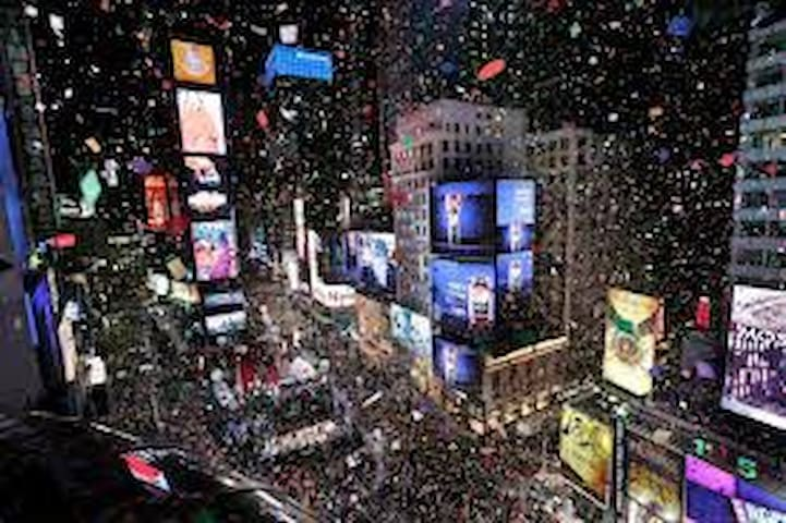 8 minutes to TIMES SQUARE! HAPPY NEW YEAR!!!