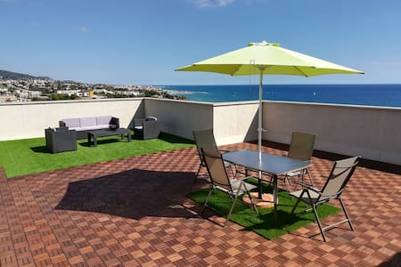 Seaview top floor w.110 m2 terrace