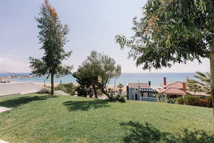 Borealis Beachfront Villa, Moudania