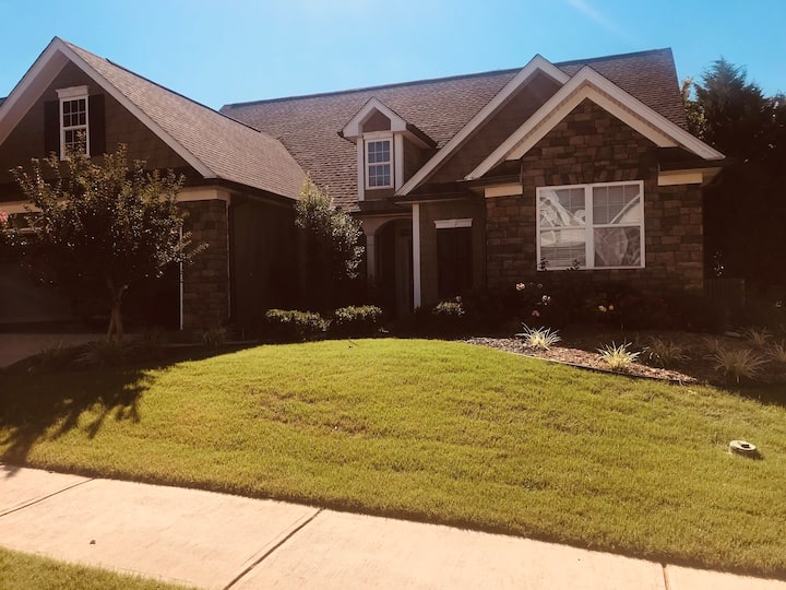 Newnan Home with private suite and garage parking