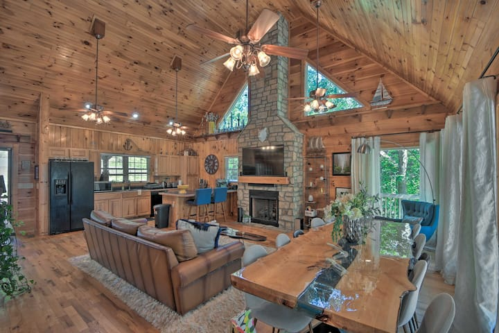 NEW! Lake Hartwell Retreat: Dock, Deck & Grill!