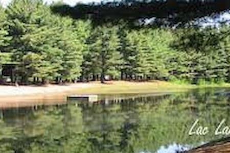 Maison de Campagne au Lac Laniel - Hus