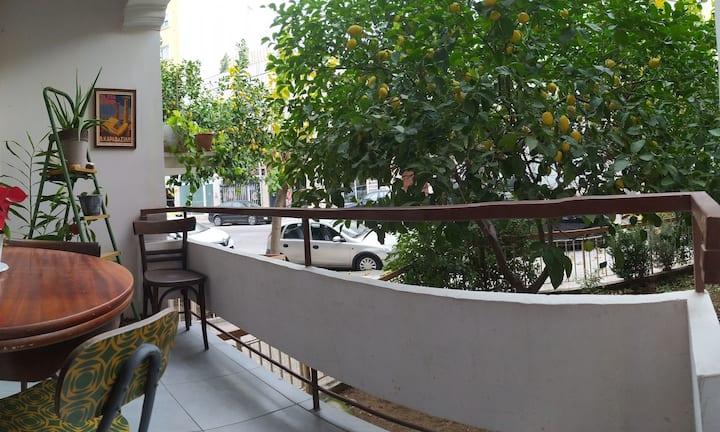 Lemon tree,family house🏠15 min. walk to Acropolis