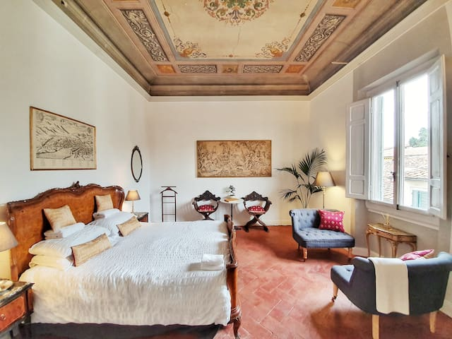 Luxury Central Apartment with Historic Character