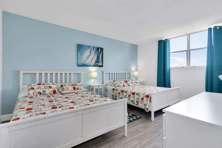 2ND BEDROOM WITH TWO QUEEM SIZE BEDS