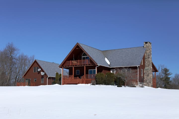 Mountain House + Guest Cottage on 65-acre property - Callicoon - Casa de campo