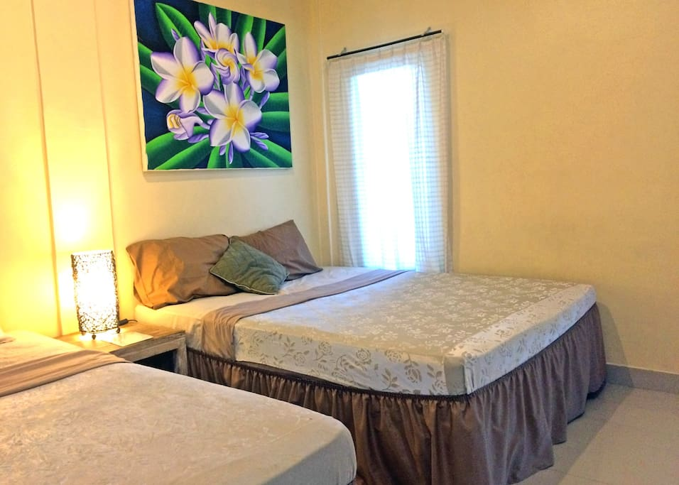 2 Queen Beds, 32 inch Flatscreen TV with free satellite channels, large room, free drinking water, terrace, etc.