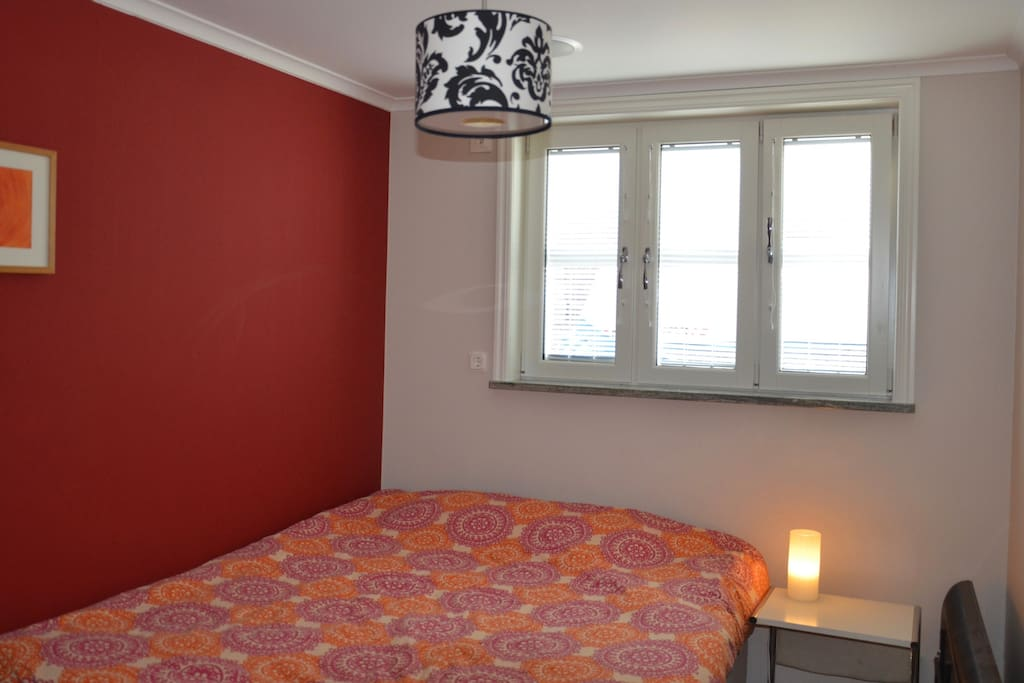 Bedroom with comfortable 160 cm queen size bed.