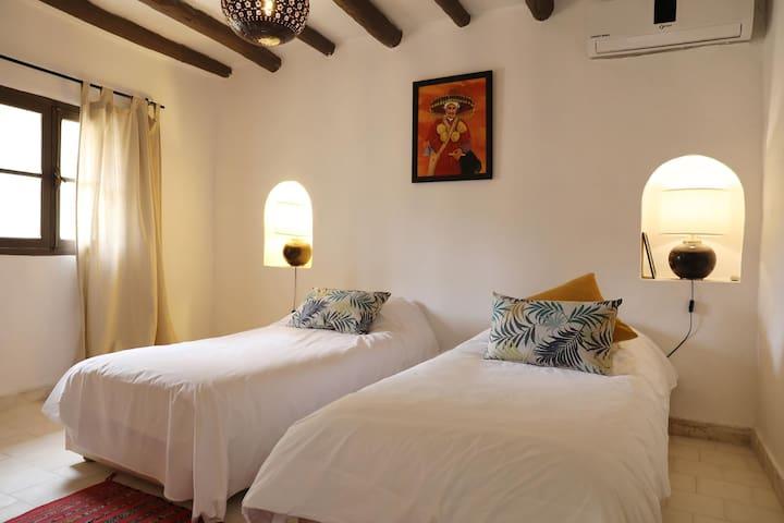 Le Petit Hôtel du Flouka - Suite Familiale Chambre n° 2 équipée de deux lits double