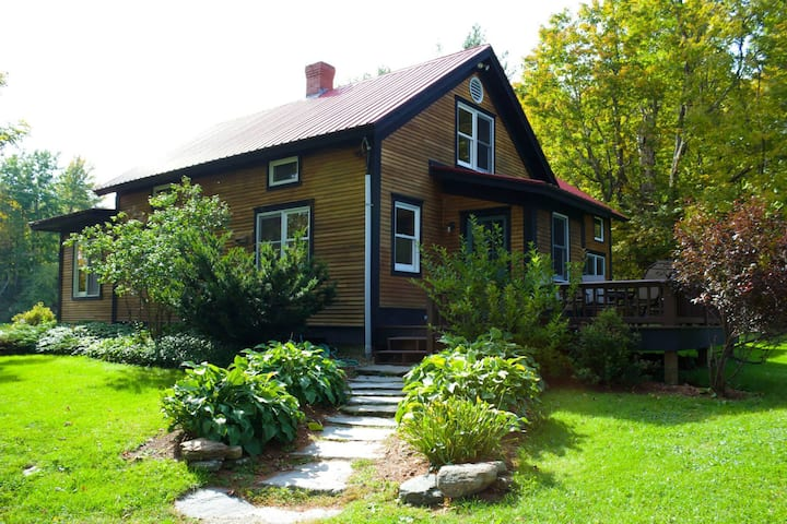 4-bedroom Vermont Farmhouse close to Smuggs'