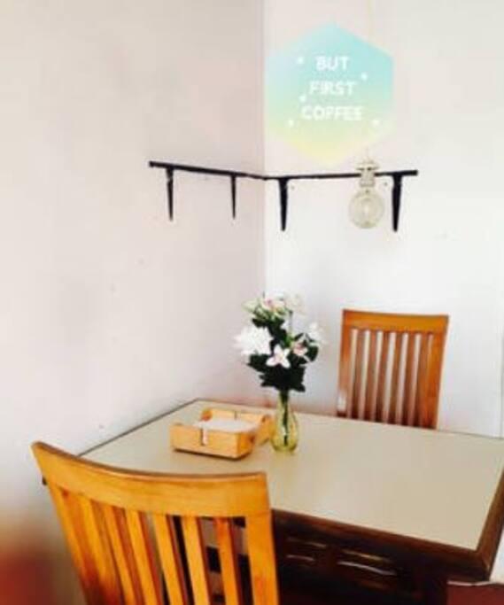 Mesa en la habitación - Table in the room