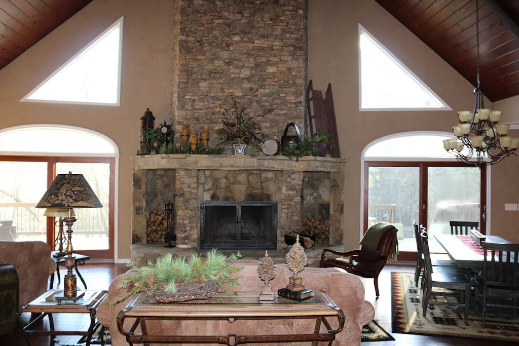 Large great room overlooking Toccoa River with wood burning fireplace and gas starter