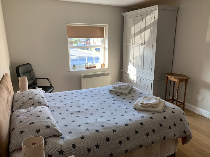Double room with a separate entrance. Clean & Cosy