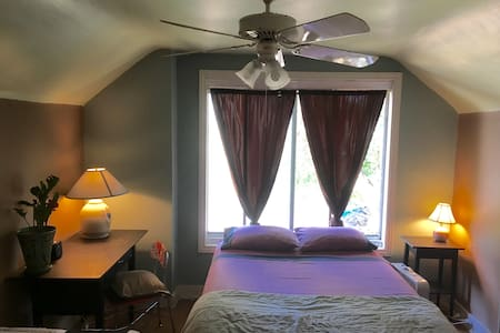 Urban Farm Homestead - Private Room 3, 2nd Floor - Salt Lake City - Bed & Breakfast