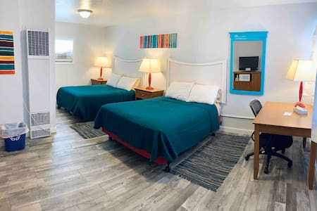 Clean, central, 50's inspired Salida Motel 13