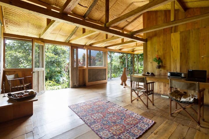 Charming room in cloud forest cabin - Pichincha - Aamiaismajoitus