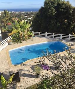 chambre Sdb privée piscine vue mer - Ház