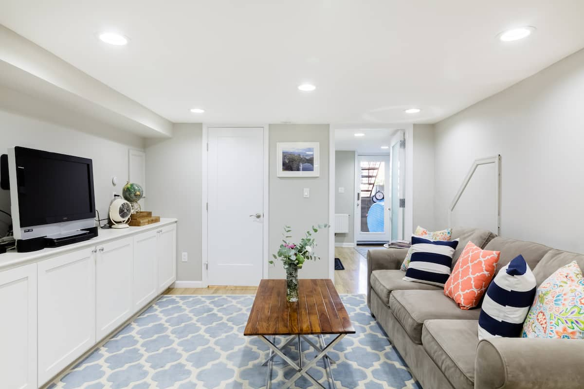 Comfy Contemporary Apartment Near H Street
