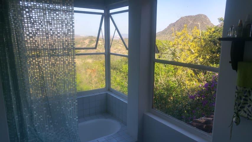 Suíte com varanda e banheira Panorâmica - Tiradentes - Dom