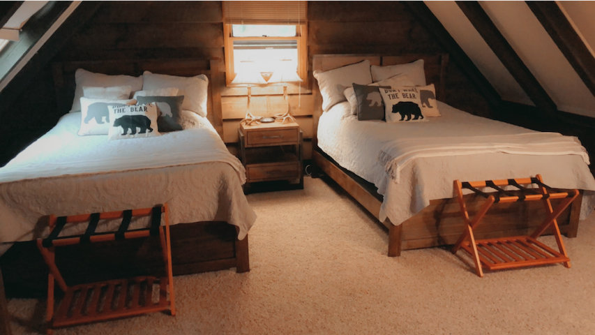 Upstairs Bedroom - 2 queens