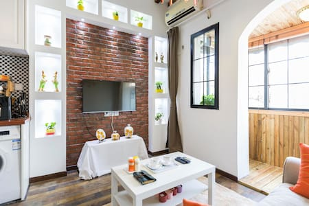 Wooden LOFT near Jing'an Temple,  Lane House - Şangay - Daire