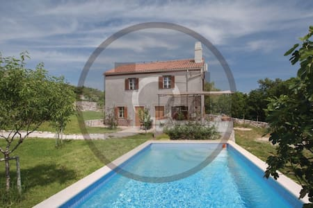 3 Bedrooms Home in Garica - Garica
