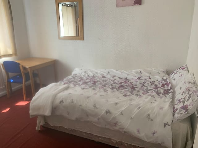 Double or Single room to rent in Hulme