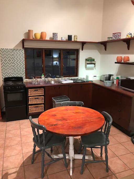A fully equipped kitchen...