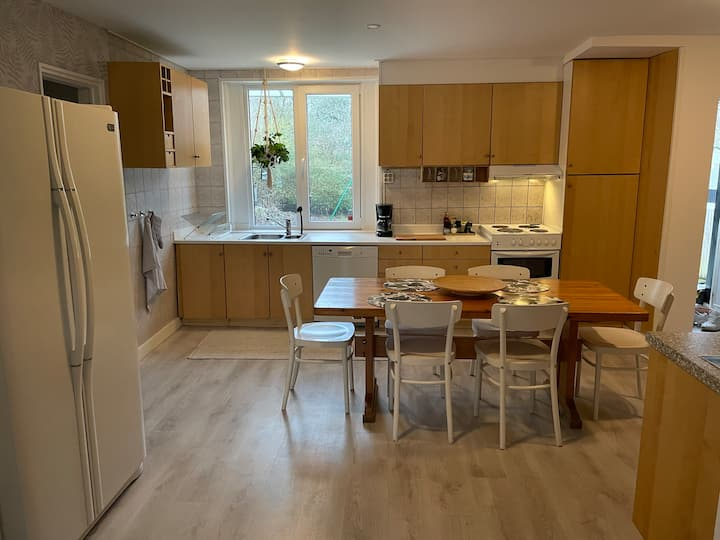 2 floor house with garden and private parking