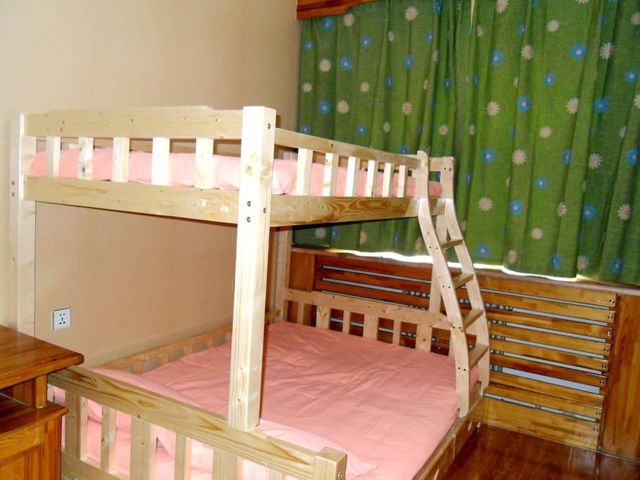 温馨母子床