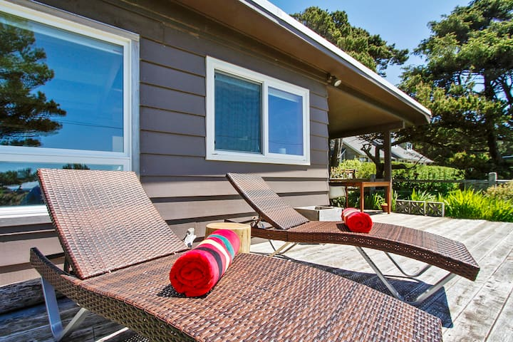 Modern Love  -  Charming Mid-Century with Ocean views