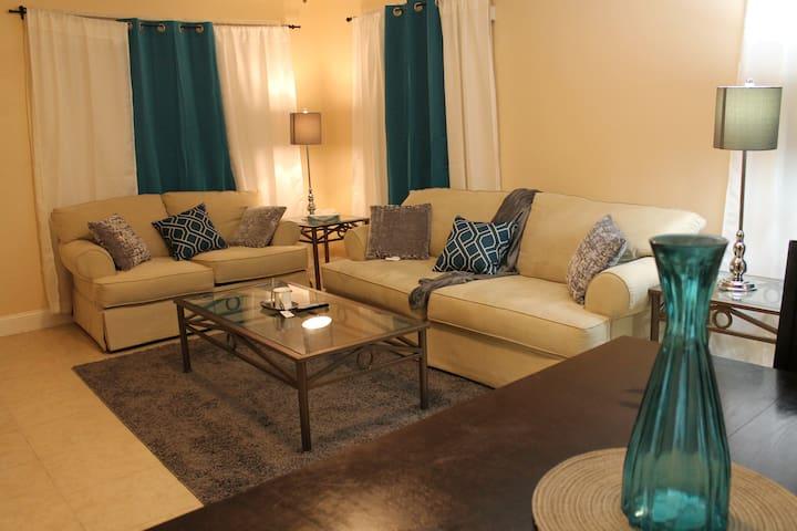 Stylish 2BR/ 1 Ba Miami Design District Home
