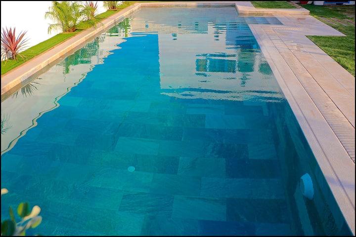Bonita casa ideal para parejas con piscina (253)