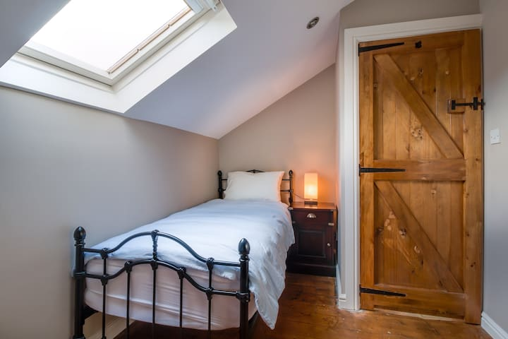 Railway Cottage - third bedroom with single bed