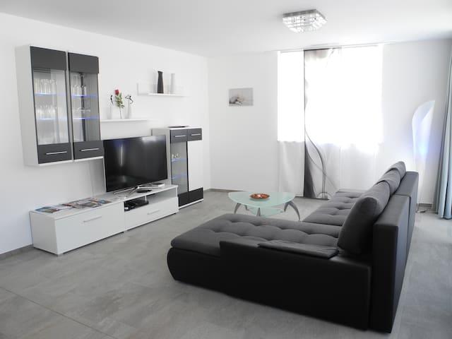 Topmoderne, neue 3.5 Zimmerwohnung - Brig - Lägenhet