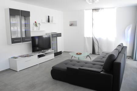 Topmoderne, neue 3.5 Zimmerwohnung - Brig