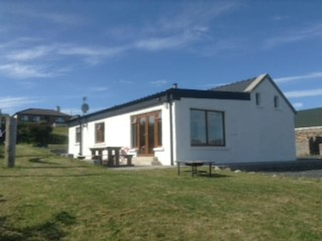 Hillside Cottage Achill - Achill - กระท่อม