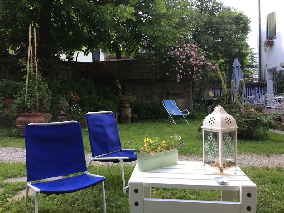un angolo relax in giardino