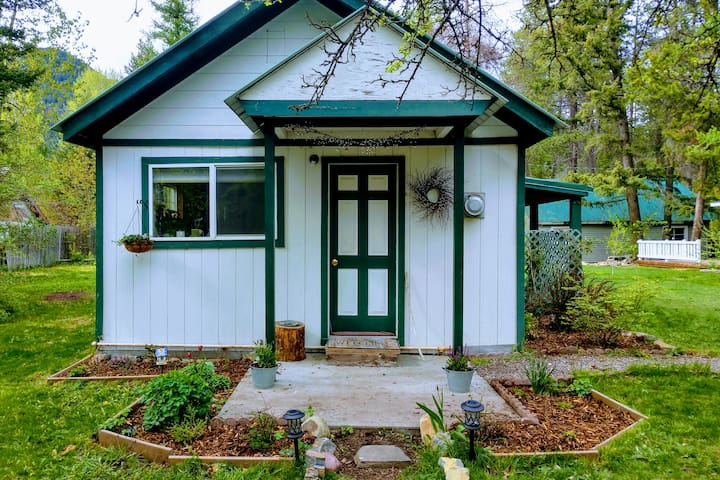 Charming Hungry Horse Cottage