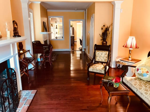 Historic 1854 Townhome, Downtown Fredericksburg VA