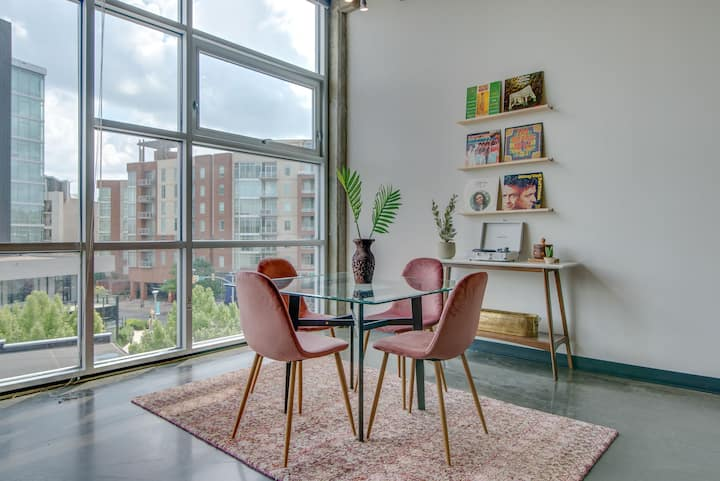 1 Bedrm Loft! Walkable to attractions!