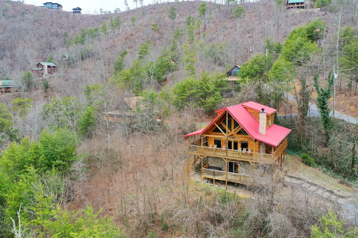 Hillside cabin w/ incredible mountain views, private hot tub & game room!