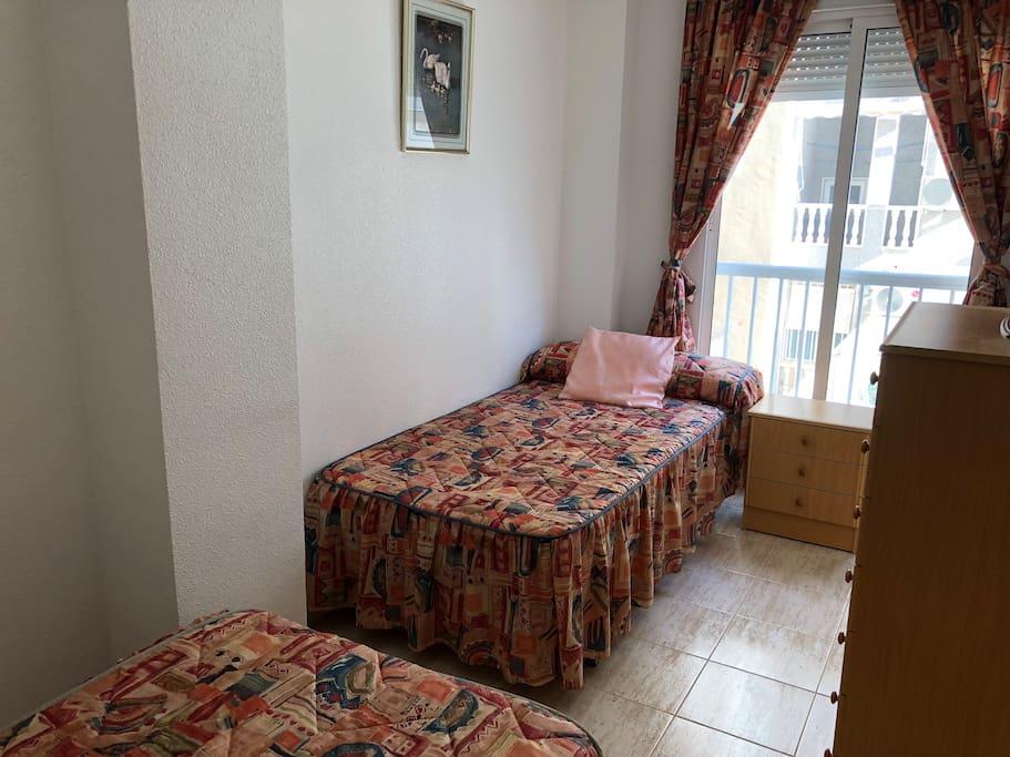 Hálószoba Két egyszemélyes ággyal