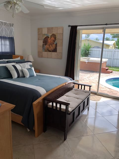 Beautiful Spacious Furnished Room, Close to Beach.