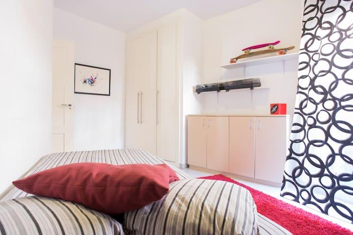 Private room with terrace 1min UAB - Sant Quirze del Vallès - Huoneisto