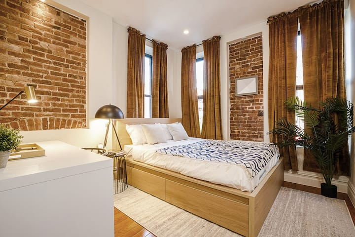 Fully-Furnished Room in Upper West Side Apartment
