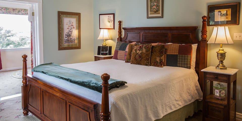 AAA Four Diamond Inn - Green Suite