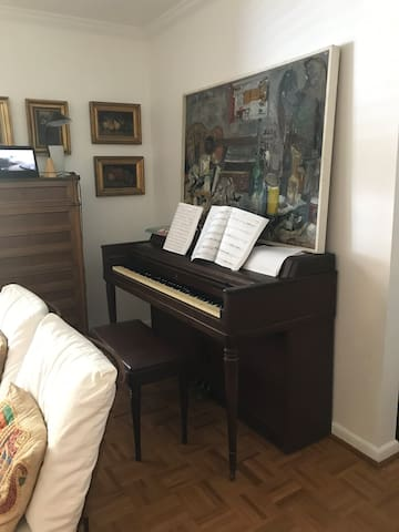 Any piano players?
