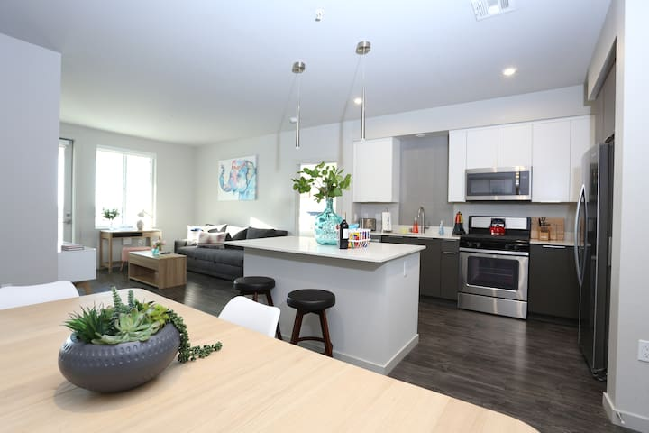New Luxury for Business & Families, 2BR by TRIBE