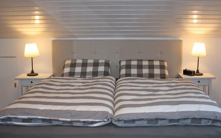 Schlafzimmer mit Wasserbett (temperierbar)